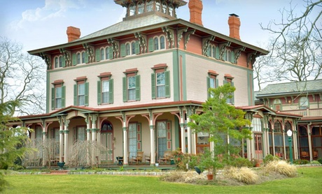 4-Diamond Antebellum B & B in Historic District