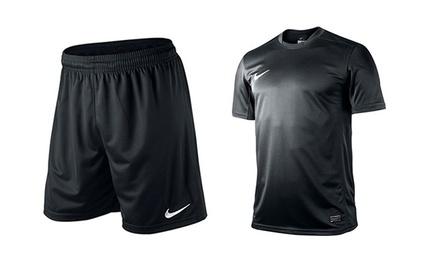 חליפת Dri-FIT מנדפת זיעה ומאווררת מביתNIKE הכוללתחולצה ומכנסי ספורט לגבר