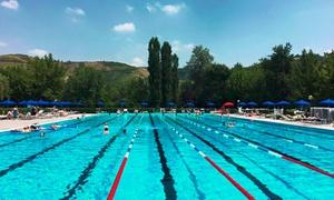 Junior Club: Ingresso giornaliero in piscina per 2 o 4 persone con lettino al centro sportivo Junior Club (sconto fino a 58%)