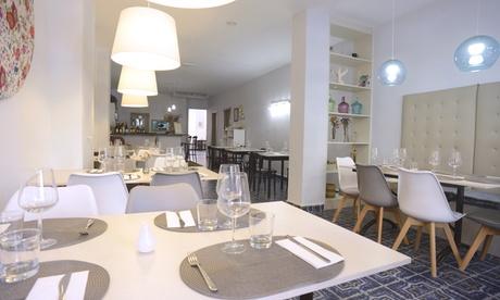 Menú para 2 o 4 con entrante, principal, postre, bebida y opción a botella de vino desde 24,90 € en Sra. Cook