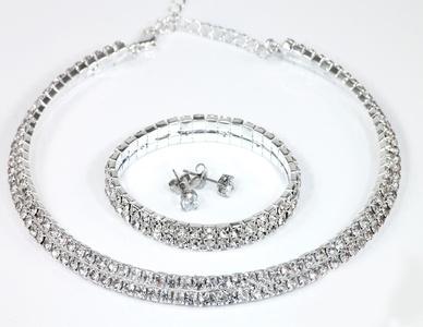 1 of 2 sets met ketting, armband en oorbellen versierd met Swarovski®kristallen