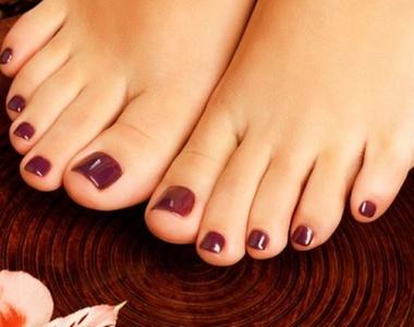 1, 2 ou 3 séances de beauté des pieds avec 1, 2 ou 3 pose de vernis semi-permanent dès 24 € à l'institut À l'eau Bike