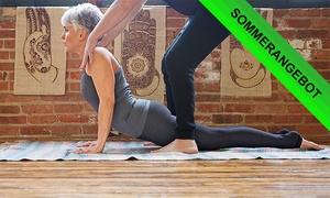 Avedes Zentrum - Ayurveda - Yoga - Massage: Yoga Personal Training und Ölmassage für Ein od. Zwei im Avedes Zentrum - Ayurveda - Yoga - Massage (bis zu 46% sparen*)