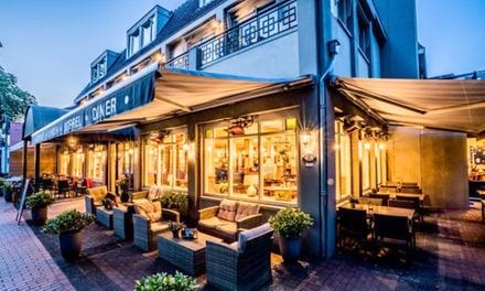 Drenthe: tweepersoonskamer, naar keuze met ontbijt voor twee in Brinkhotel Zuidlaren