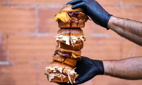 Menú combo para 2 o 4 con hamburguesa, acompañamiento, bebida y opción a batido en Sams (hasta 56% de descuento)