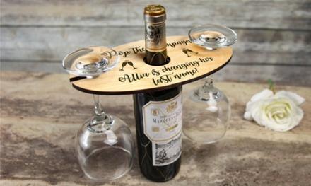 1 o 2 porta vinos de madera personalizados con copas en Cabany Co (hasta 57% de descuento)