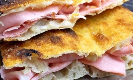 Fritti, pizzette, tramezzini e Spumante offerto da Antica Osteria Croce (sconto fino a 74%). Consegna o asporto