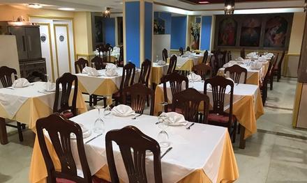 Menú para 2 o 4 con entrante, principal, acompañamiento, postre y bebida en Noor Mahal (hasta 61% de descuento)