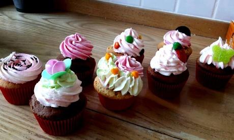 12 o 24 cupcakes de distintos sabores y temáticas desde 10,95 € en The Cupcake House & Café