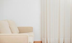 Meire Cortinas e Decoração: Meire Cortinas e Decoração – Águas Claras: cortina de tecido voil liso com black out no trilho suíço