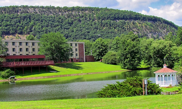 Hotel in Poconos Foothills with Dining Credit