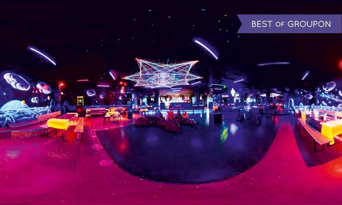 """FEB  Schwarzlicht Insel - FEB Schwarzlicht Insel: """"Play & Dance Party"""" – Minigolf mit Party für 2, 4 oder 6 Personen in der FEB Schwarzlicht Insel (bis zu 55% sparen*)"""