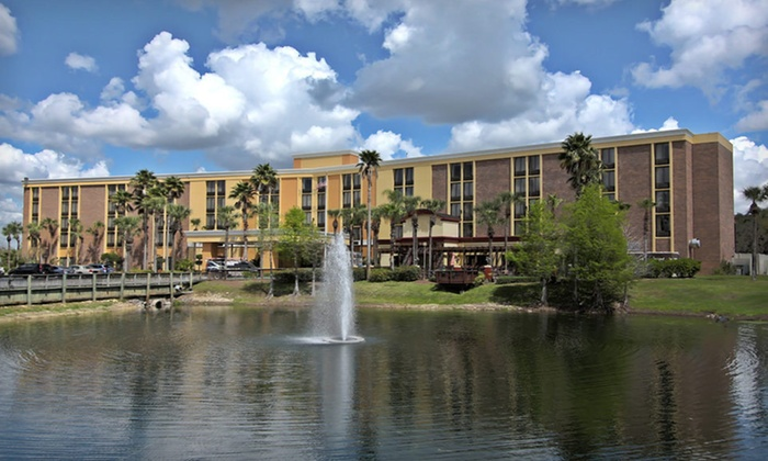 Comfort Inn Maingate - Citrus Ridge: One- or Two-Night Stay for Five at Comfort Inn Maingate in Kissimmee, FL
