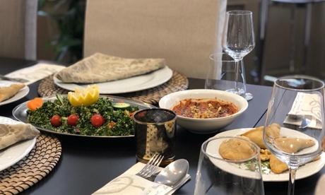 Menú libanéspara 2 con surtido de entrantes, principal, botella de vino, postre y jarra de té desde 24,99 € en Alsafir