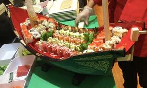 Dong Kinh: Dong-Kinh-Sushi-Spezial-Menü im Schiff serviert inkl. Nachtisch für 2 oder 4 Personen bei Dong Kinh (bis zu 54% sparen*)