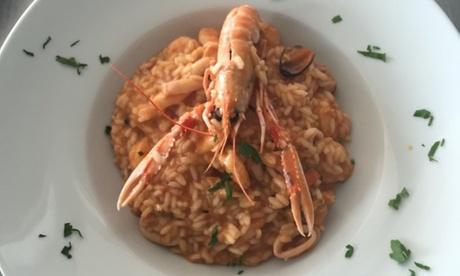 Menú para cenas de pizza o premium con principal, entrante y botella de vino desde 19,95 € en Sueño Azul Beach Club Oferta en Groupon
