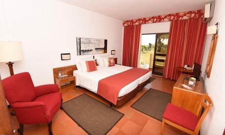 Algarve: 1, 2 o 3 noches con desayuno y opción a media pensión en Praia da Lota Resort para 2 personas