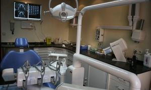 Basanta: Limpieza bucal con revisión y diagnóstico con opción a 1 o 2 sesiones de blanqueamiento led desde 12,95 € en Basanta