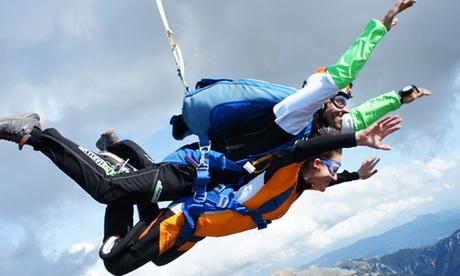 Salto tándem en paracaídas para una persona desde 4000 metros de altura por 199 € con SkydiveBCN
