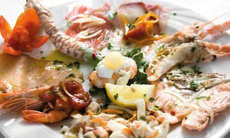 Gran Menu di pesce con calici o bottiglia di vino per 2 persone al ristorante Ponte Massa...
