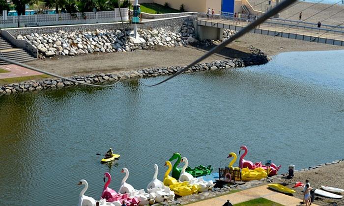 CASTILLO SOHAIL - Fuengirola (Málaga): Saltos en tirolina con alquiler de kayak o hidropedal para 2, 4 o 6 personas en el Castillo de Sohail desde 19,90 €