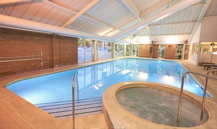 Berkshire: Queen Room for Two with Breakfast and Option on Dinner at the 4* DoubleTree by Hilton Newbury North Hotel