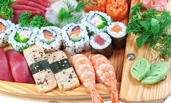 Japonés para dos con 40 piezas de sushi, entrante, postre y bebida o el doble para cuatro desde 24,95 € en Quevedo