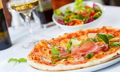Menú italiano para 2 o 4 personas con ensalada, pizza, postre y botella de vino desde 16,95 € enÁ Taverna di Pulcinella