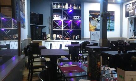 Menú para 2 o 4 con entrante, principal, postre y botella de vino o bebida desde 19,95 € en El Parque