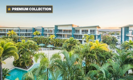 Hope Island, Gold Coast: 2-, 3-, 4- or 5N Apartment Stay for 4 w/ Bottle of Wine & Chocolates at 5* Azzura Greens Resort