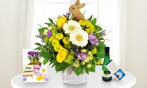 Blumenhaus Ehrend: Blumenstrauß mit Deko-Osterhase, Lindt Schokolade, Piccolo und individueller Grußkarte von Bluvesa (40% sparen*)