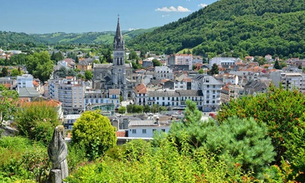 Lourdes: 1, 2 or 3 Nights for Two in Standard Double Room with Breakfast and Welcome Drink at Hotel Christina Lourdes