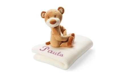 Manta polar personalizable con un nombre a color y un osito de peluche por 14,95 € en Imagina Grupo