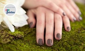 Charme Beauty Chic: Manicure e pedicure con applicazione di smalto semipermanente da Charme Beauty Chic. Valido in 2 sedi
