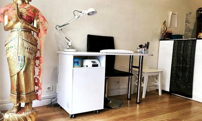 Yupha Beaute - Paris: Pose de vernis couleur ou beauté des mains avec pose de vernis french dès 6,90 € à l'institut Yupha Beauté