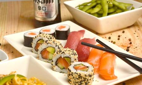 Menú sushi para 2 o 4 con entrante, Raw Box de 16 y 20 unidades más bebida en Raw Poke (hasta 63% de descuento)