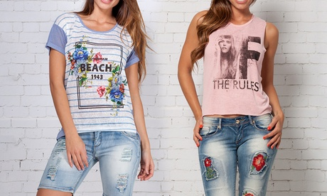 Camisetas Peace and Love disponibles en 2 modelos y varias tallas por 11,99  € Oferta en Groupon