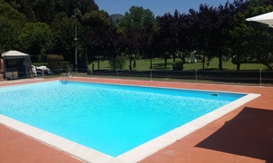 Tenuta Castel Rovere: Ingresso in piscina con lettini, ombrellone e menu pizza con bevanda per 2 o 4 persone da Tenuta Castel Rovere