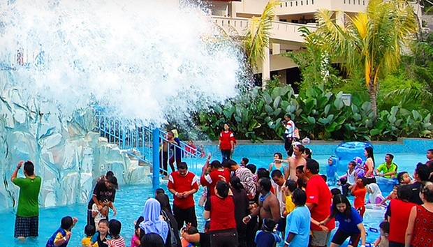 Kuantan: Resort Stay + Theme Park 3