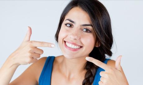 Limpieza bucal con opción a 1 o 2 blanqueamientos en Ortodoncia Gran Vía 51 (hasta 91% de descuento)