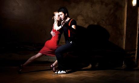 8x 90 Min. Tango-Unterrichtseinheiten für Anfänger für 1 oder 2 Paare bei Universo Tango (bis zu 79% sparen*)