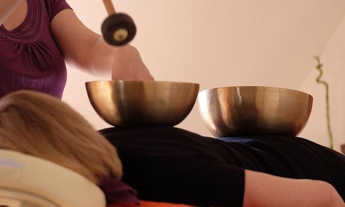 Wohlzeit - München: 60 Minuten Ayurveda- oder Klangschalen-Massage im Studio Wohlzeit (bis zu 51% sparen*)