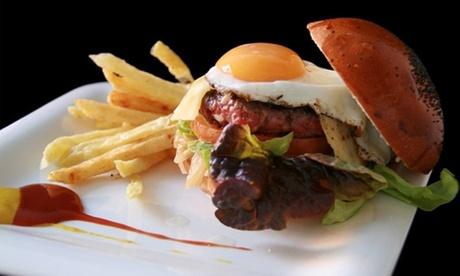 Menú para dos o cuatro personas con hamburguesa, patatas y bebida desde 9,90 € en Valen Burguer