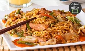 Sushi Deli: Yakissoba de frango e legumes para 1 pessoa no Sushi Deli – Rio Vermelho