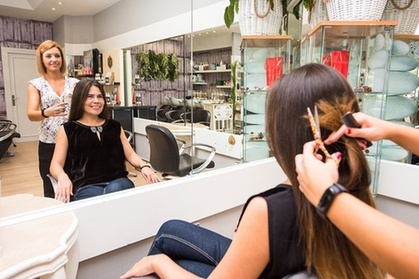 Sesión de peluquería con corte, tratamiento específico y opción a color y cambio de look en La Riché