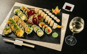 Japońskie przysmaki: wybrany zestaw sushi i więcej od 40 zł w Sensei Sushi