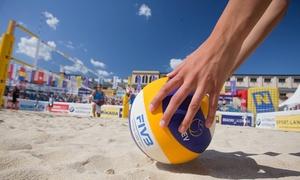 Paradise Beach Volley: 5 o 10 lezioni di beach volley da 90 minuti da Paradise Beach Volley (sconto fino a 80%). Valido in 2 sedi