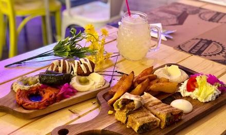 Menú libanés para 2 con entrantes, tabla, postre y bebida en Ghalboun Village (hasta 43% de descuento)