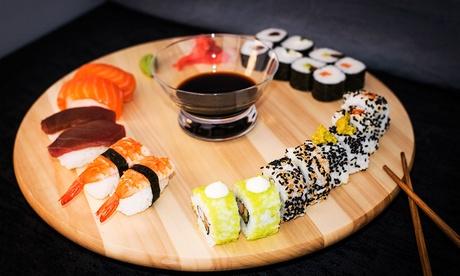 Menú para llevar para 2 o 4 con ensalada, tartar, bandeja con 22 sushis y botella de vino desde 19,95 € en SushiThai