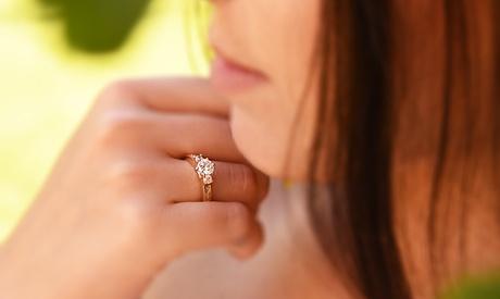 Anillo bañado en oro Ah! Jewellery con diamante simulado